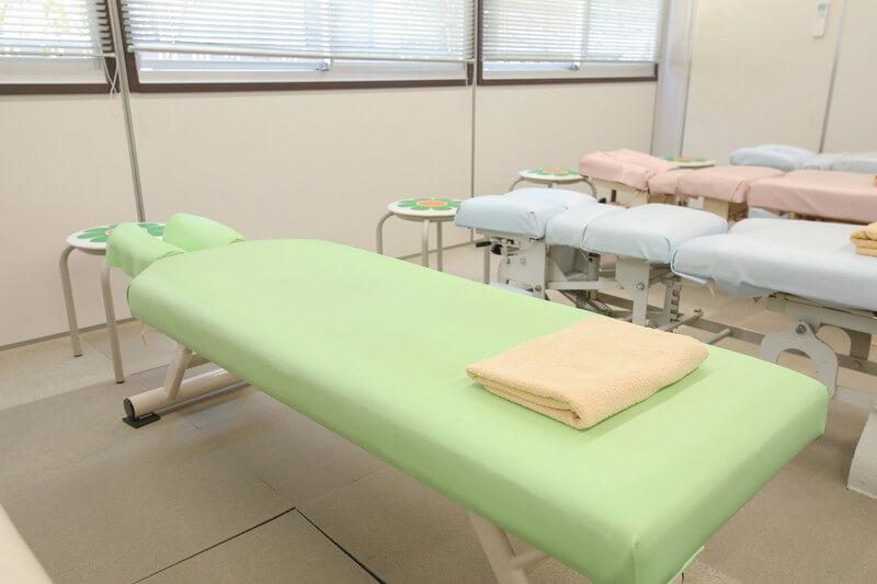 久喜整骨院の施術ベッド