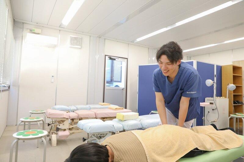 久喜整骨院での施術の様子