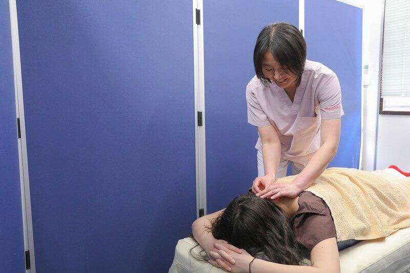 久喜整骨院での鍼の様子