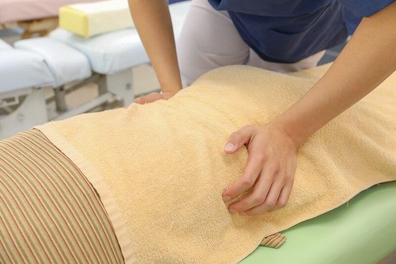 久喜整骨院での腰の施術の様子