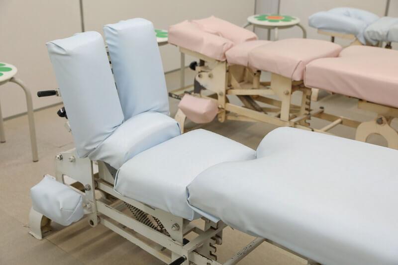 久喜整骨院での骨盤矯正のベッド