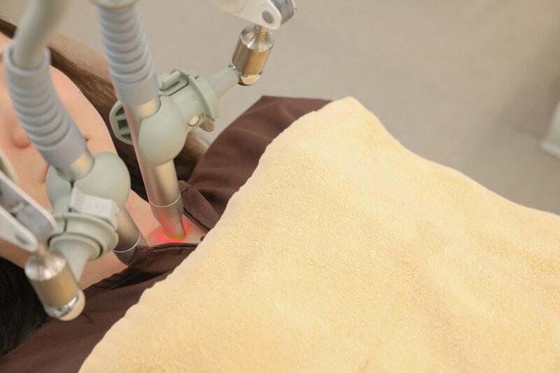 久喜整骨院でのSUPER RIZERの施術の様子